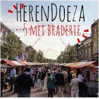Braderie bevrijdingsdag in de Herenstraat en Doezastraat Leiden